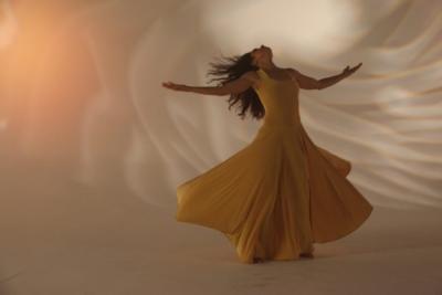 Ecstatic dancer yellow